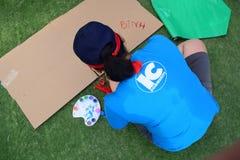 Чертеж молодой женщины на траве Стоковая Фотография RF