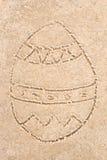 Чертеж пасхального яйца в песке Стоковое фото RF