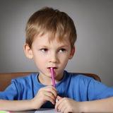 чертеж ребенка делает Стоковые Изображения
