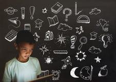 Чертеж школьника и образования на классн классном для школы стоковое фото rf
