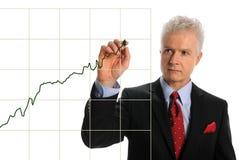 чертеж диаграммы бизнесмена возмужалый Стоковое Фото