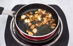 Чеснок жаря в оливковом масле стоковое фото rf
