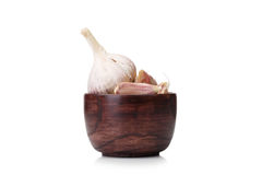 Чеснок изолированный на белой предпосылке Шар вполне пряных, здоровых, аппетитных гвоздичных деревьев чеснока Пряная концепция ку Стоковые Изображения RF