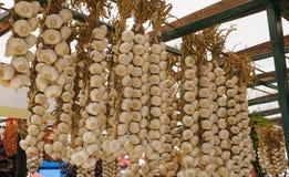 Чеснок на рынке хуторянин стоковое фото