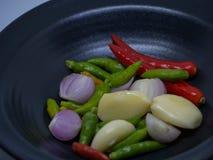 Чеснок, chili, лук стоковые изображения rf