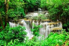 Четвертый пол водопада Huay Mae Kamin Стоковые Изображения RF