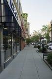 Четырехпроводной знак стопа с одним путем в американском пригороде Стоковая Фотография