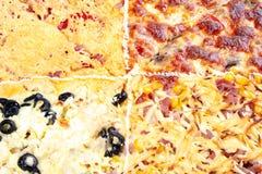 Четырехшпиндельная покрывая пицца семьи на деревянном столе стоковое изображение