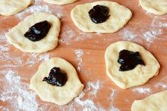 Чех испек плюшки с вареньем и сахаром Стоковые Изображения RF