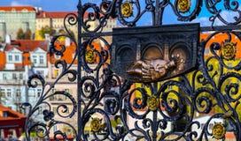 Чех, Прага, готический барельеф Джона Nepomuk на чарсе стоковая фотография