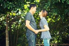 Человек Азии и женщины, концепция влюбленности Стоковое Изображение RF