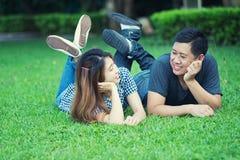 Человек Азии и женщины, концепция влюбленности Стоковая Фотография