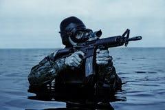 Человек-амфибия УПЛОТНЕНИЯ военно-морского флота Стоковое фото RF