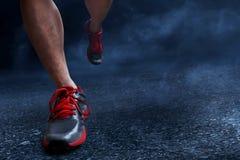 Человек бежать на асфальте Стоковое Фото