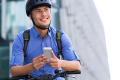 Человек велосипед в городе стоковая фотография rf