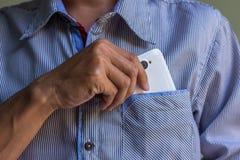 Человек выбирает вверх умный телефон Стоковые Фотографии RF