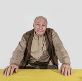 Человек выбытый пожилыми людьми Стоковая Фотография RF