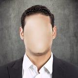Человек выстрела в голову безликий изолированный на серой предпосылке стены Стоковые Изображения RF
