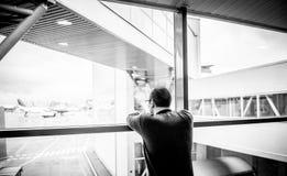 Человек в авиапорте Стоковая Фотография RF