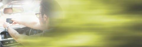 Человек в автомобиле с переходной эффект стоковая фотография
