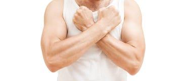 Человек в белой рубашке держит кулаки около изолированного комода, Стоковое Изображение