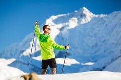 Человек в горах Гималаев в Непале Стоковое Изображение