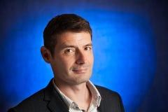 Человек в его пятом десятке на сини Стоковая Фотография RF