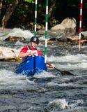 Человек в каное whitewater Стоковые Изображения RF