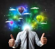 Человек в костюме с мечтательной концепцией cloudscape Стоковое Изображение
