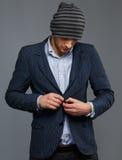 Человек в куртке и шляпе стоковые фото