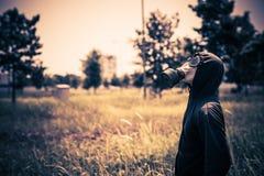Человек в клобуке и респираторе Стоковое Изображение