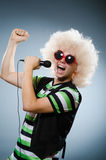 Человек в петь afrowig Стоковое Фото