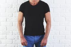 Человек в пустой футболке Стоковое Изображение RF