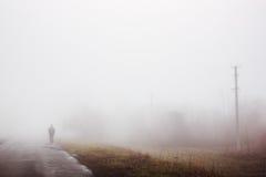 Человек в тумане Стоковая Фотография RF