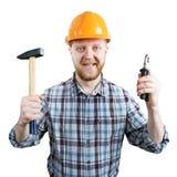 Человек в шлеме с молотком и плоскогубцами стоковые изображения