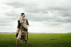 Человек в этническом костюме в контексте исторической реконструкции стоковые фото
