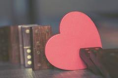 человек влюбленности поцелуя принципиальной схемы к женщине Стоковые Изображения RF