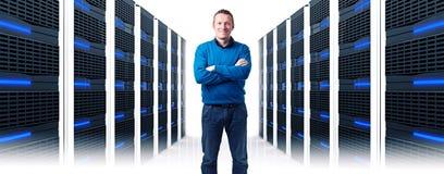 Человек в datacenter стоковые фотографии rf