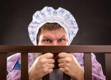 Человек в playpen смотря вне стоковые фотографии rf