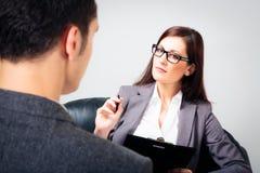 Человек говоря к его психологу Стоковые Изображения