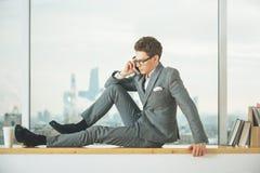 Человек говоря на телефоне Стоковые Фото