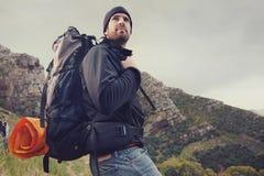 Человек горы trekking стоковая фотография