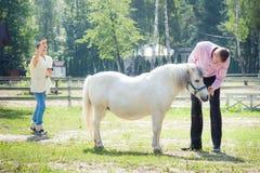 Человек, девушка и лошадь Стоковая Фотография RF