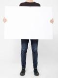 Человек держа белую афишу стоковые фото