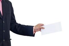 Человек держа конверт Стоковая Фотография RF