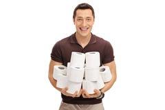 Человек держа кучу кренов туалетной бумаги Стоковое фото RF