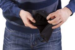 Человек держа пустой бумажник Стоковое Фото