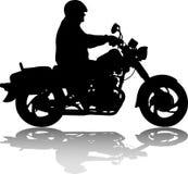 Человек ехать классический винтажный силуэт мотоцикла Стоковое Изображение