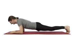 Человек делая представление планки предплечья в йогу Стоковые Фото