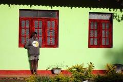 человек живет в холме плантации чая стоковое изображение rf